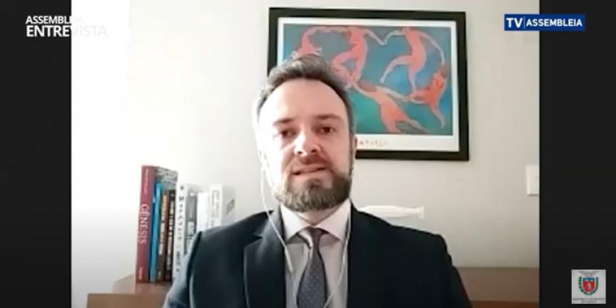 O advogado trabalhista Fabio Peres, integrante da Comissão de Direito do Trabalho da OAB-PR, é o convidado do programa Assembleia Entrevista