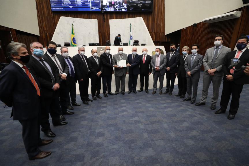 Vitor Monastier, ex-diretor regional do SENAC/PR é homenageado pela Assembleia Legislativa