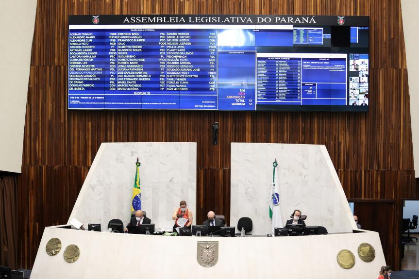 Deputados iniciam discussão sobre projeto que  determina a política de valorização do piso salarial no Paraná.