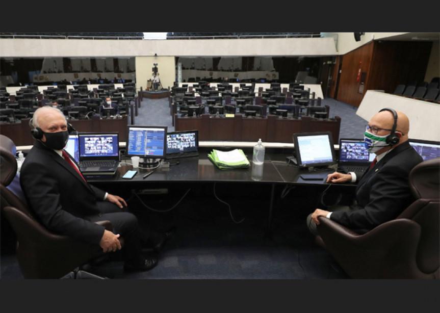 Com sessões remotas e sem interrupções dos trabalhos, deputados paranaenses aprovaram mais de 306 leis neste ano.