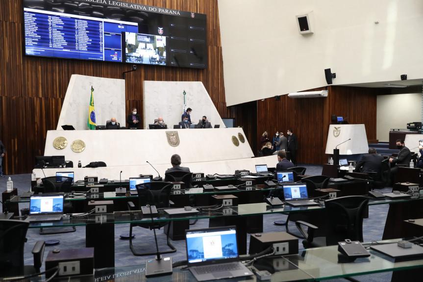 Deputado aprovam projeto que dá transparência à lista de espera para consultas e cirurgias pelo SUS no Paraná.