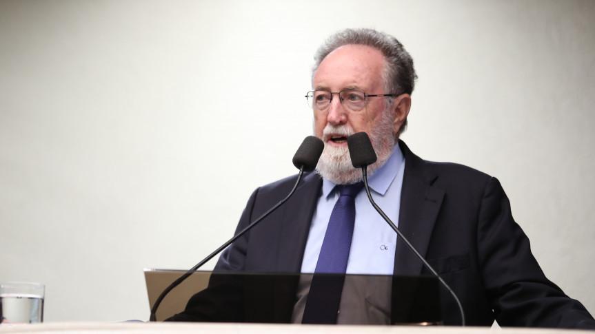 Deputado Tercílio Turini (CDN), um dos autores do projeto que permite aos municípios do Paraná o intercâmbio de agentes e outros profissionais de saúde para trabalho conjunto de combate à dengue.