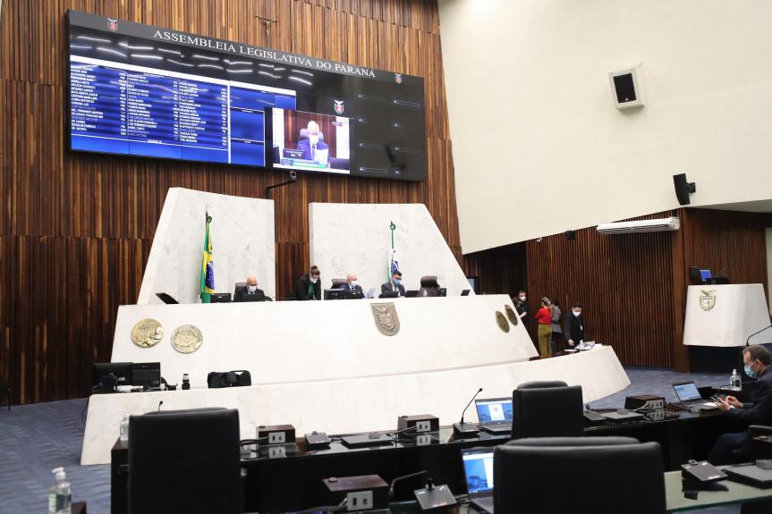 Deputados aprovam redação final de projeto de lei que torna política de Estado o apoio aos hospitais públicos e filantrópicos do SUS no Paraná.