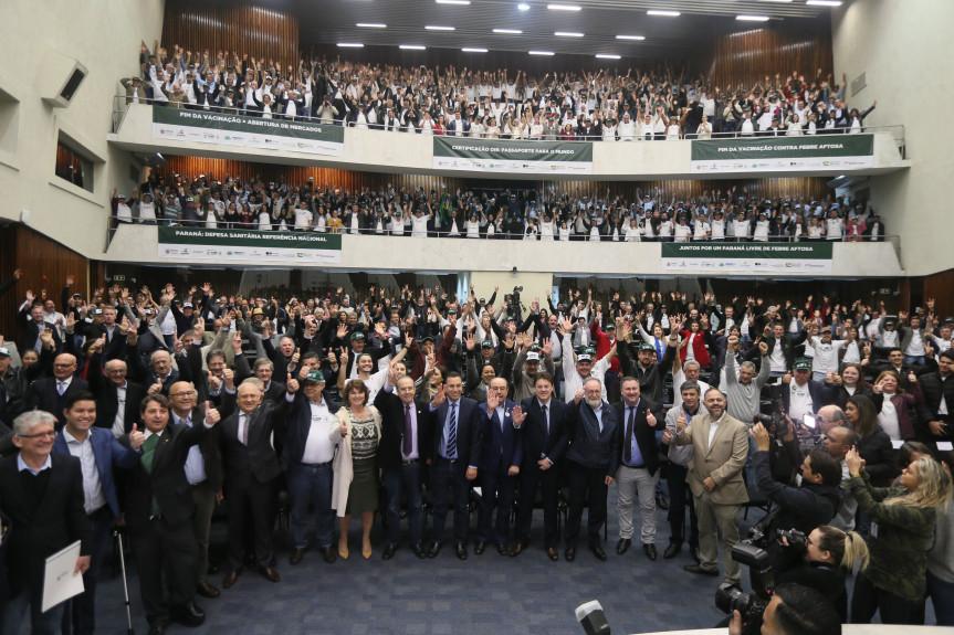 A audiência pública, promovida pela Comissão de Agricultura, pelo fim da vacinação contra a febre aftosa no Paraná lotou as dependências da Assembleia Legislativa.