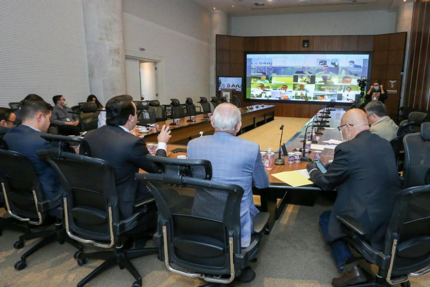 A Assembleia Legislativa do Paraná vai destinar R$ 100 milhões para a compra de vacinas contra a Covid-19. Formalização acontece na segunda-feira (3) no Palácio Iguaçu com videoconferência com os deputados estaduais.
