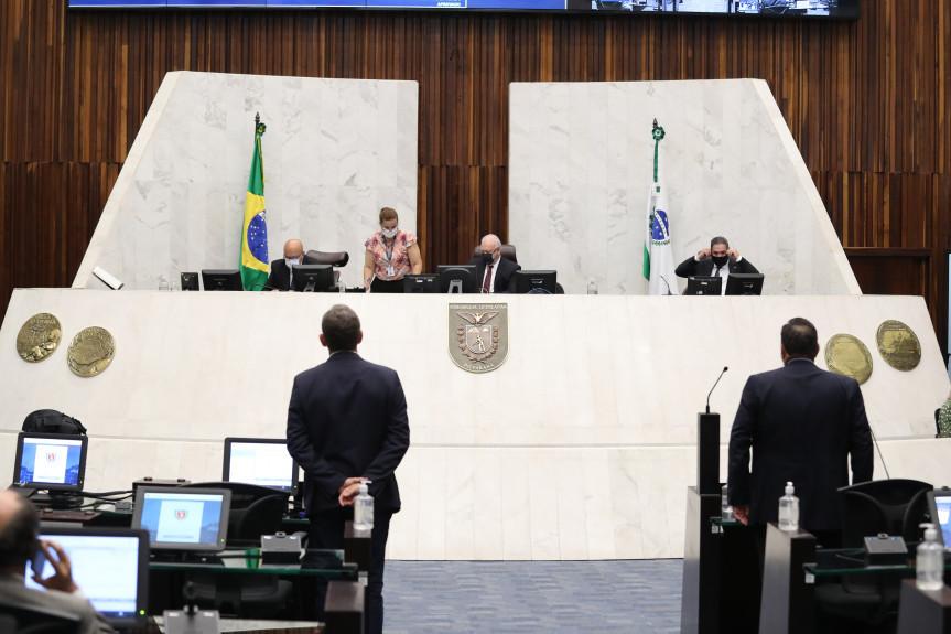 Sessão plenária desta terça-feira (09).