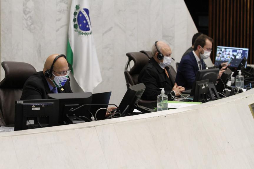 Deputados falaram durante a sessão plenária sobre as medidas restritivas implantadas pelo Governo para combater o avanço da Covid-19 no Paraná.