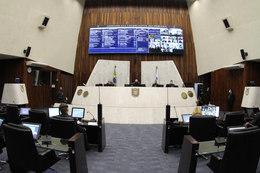 Projetos que permitem denúncias de violência doméstica por whatsapp seguem em discussão na Assembleia Legislativa do Paraná.
