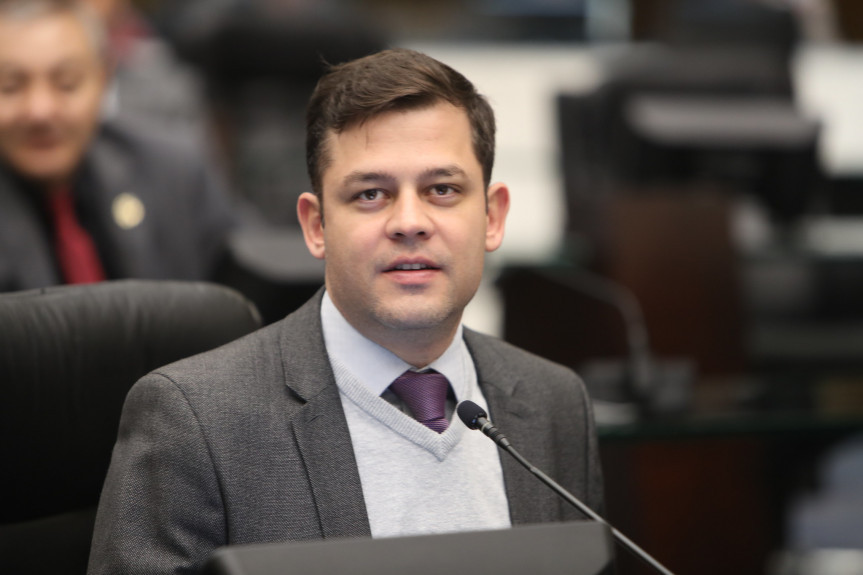 Deputado Tião Medeiros (PTB), presidente da Comissão de Obras Públicas, Transportes e Comunicação da Assembleia Legislativa do Paraná.