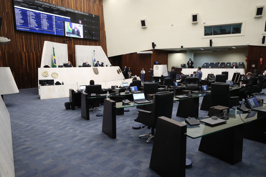 Projeto que institui o ensino domiciliar no Paraná avança na Assembleia