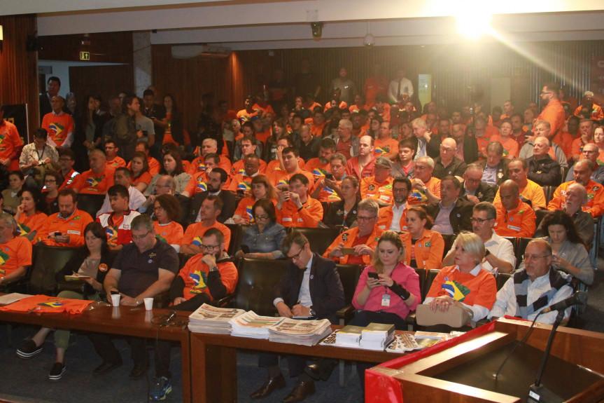 Audiência pública debateu a privatização das unidades da Petrobras em Araucária e São Mateus do Sul.