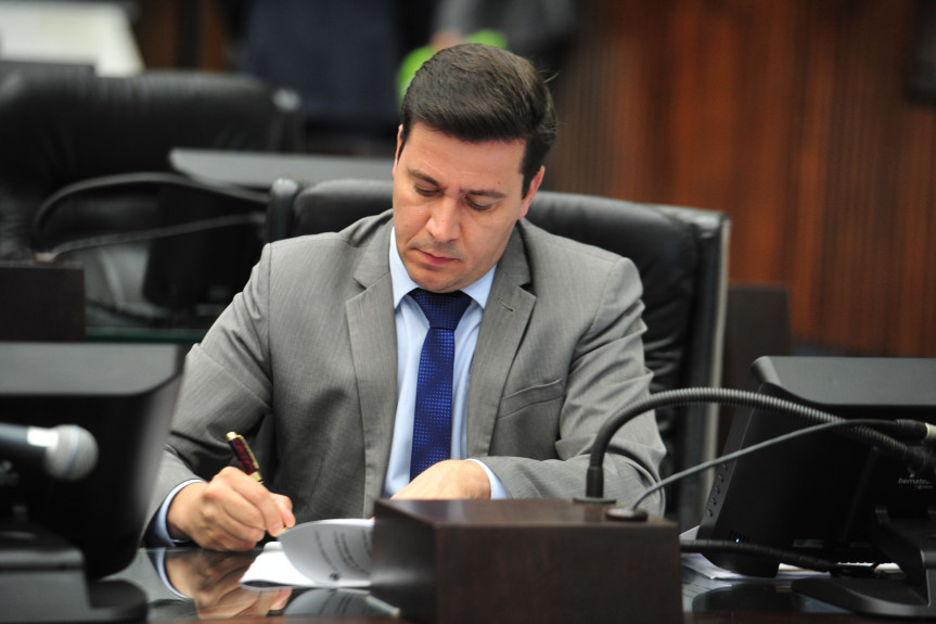 Projeto apresentado pelo deputado Arilson Chiorato (PT) prevê transporte gratuito para gestantes.