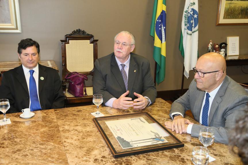 Rubens Gennaro recebe Título de Cidadão Honorário do Paraná