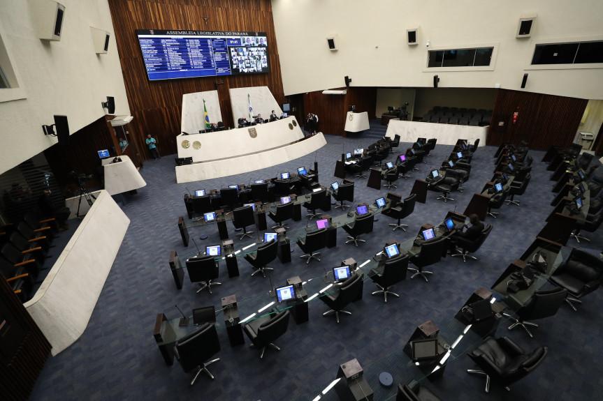 Projeto que pune o compartilhamento e divulgação de fake news teve a votação adiada na sessão desta segunda-feira (13) da Assembleia Legislativa do Paraná.