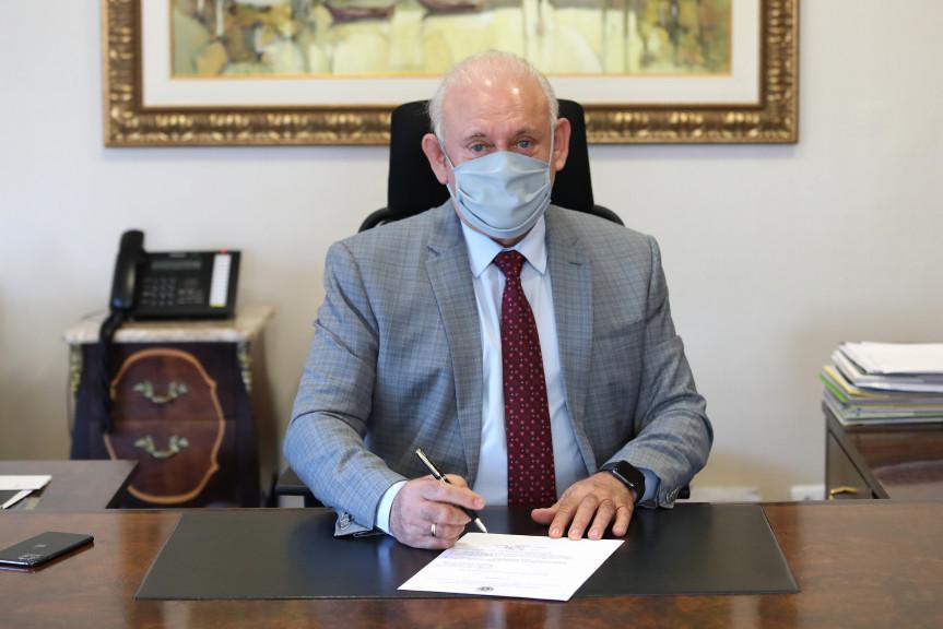 Presidente Traiano promulga a isenção de ICMS para medicamento que trata a AME