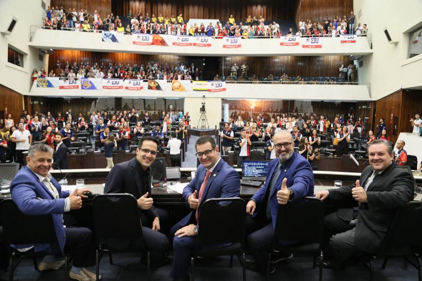 Evento proposto pelo deputado Alexandre Amaro (Republicanos) celebrou o trabalho da juventude da Igreja Universal do Reino de Deus em prol das pessoas carentes e necessitadas.