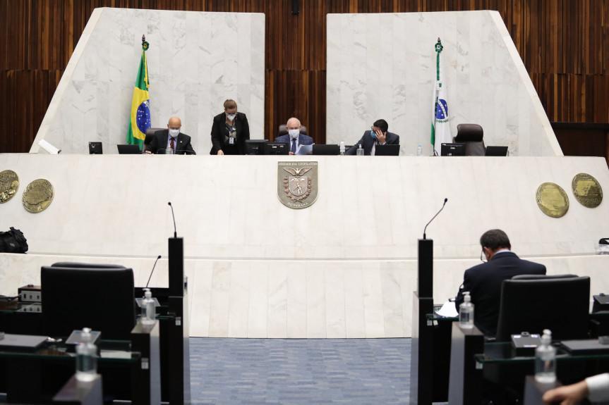 Deputados aprovam projeto que apoia hospitais públicos e filantrópicos do SUS no Paraná.