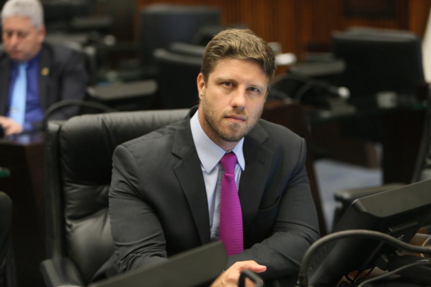 O debate é proposto pelo deputado Requião Filho (MDB) que acredita que privatização da Petrobrás no Paraná resultará numa série de consequências desastrosas para o estado.