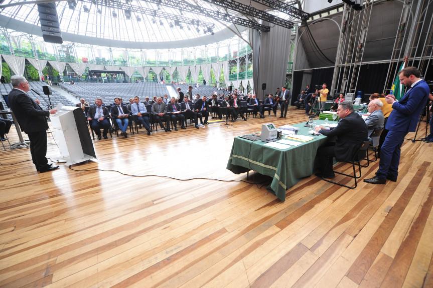 Sessão Plenária na ópera de Arame de Curitiba nesta quarta-feira (04).