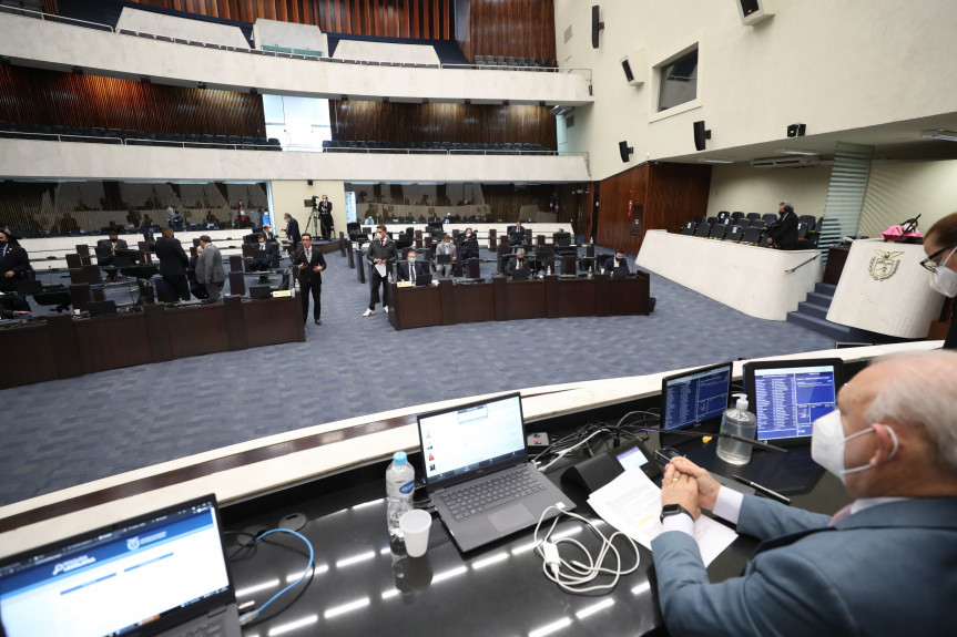 Deputados aprovaram em segundo turno o projeto de lei que visa combater a pobreza menstrual e garantir dignidade a adolescentes e mulheres paranaenses em situação de vulnerabilidade social e econômica.