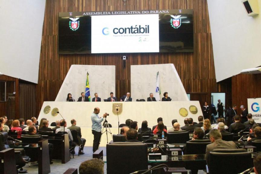 Sessão solene em homenagem aos Empresários Contábeis Paranaenses.