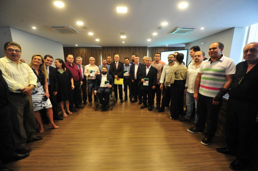 Tarifa zero foi o tema de uma audiência pública na Alep proposta pelo deputado Romanelli (PSB). Durante o evento também foram coletadas assinaturas para projeto de iniciativa popular.