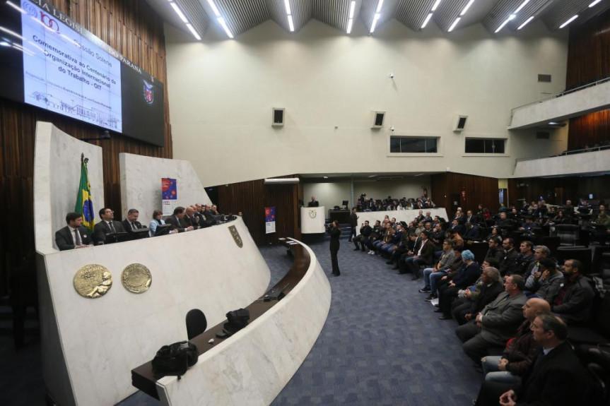 Evento marcou os 100 anos da Organização Internacional do Trabalho (OIT), e foi proposto pelos deputados Luiz Claudio Romanelli (PSB) e Evandro Araújo (PSC).