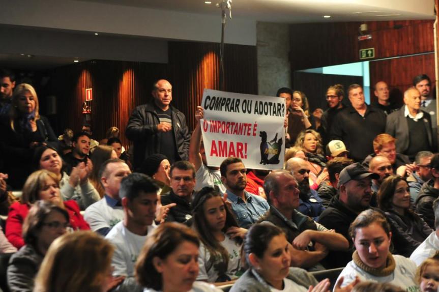 Audiência pública debateu a regulamentação da venda de animais domésticos no Paraná.