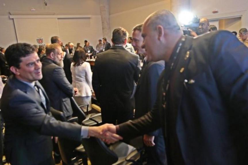 O deputado Soldado Fruet (PROS) participou da reunião do Conselho Nacional dos Secretários de Estado da Justiça, da Cidadania, Direitos Humanos e Administração Penitenciária (Consej) que contou com a presença do ministro Sérgio Moro.