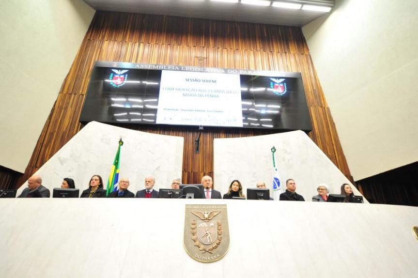 Sessão solene em celebração aos 13 anos da Lei Maria da Penha reuniu diversas autoridades na Assembleia Legislativa do Paraná.