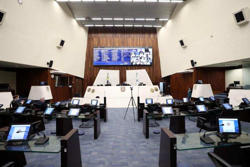 Deputados aprovam alterações no programa Colégios Cívico-Militares