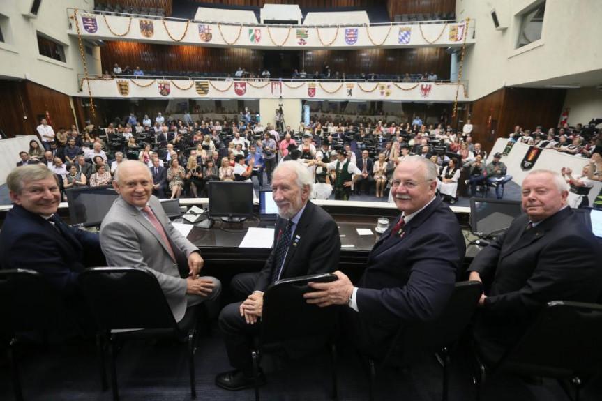 Sessão solene proposta pelo deputado Elio Rusch (DEM) marcou os 190 anos da imigração alemã no Paraná.