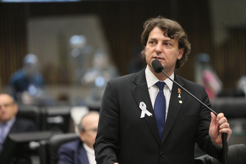 Deputado Anibelli Neto (MDB) durante encaminhamento de votação da PEC.