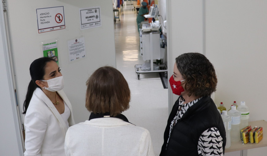 Deputada Luciana Rafagnin (PT) durante visita ao Hospital Regional do Sudoeste.