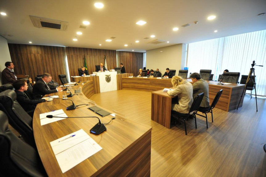 Reunião da CPI que investiga possíveis irregularidades no contrato de manutenção da frota de veículos do Estado.