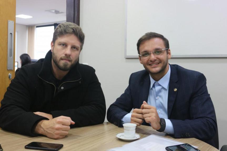 Deputado Requião Filho (MDB-PR) com o deputado Felipe dos Pneus (PRTB-MA).