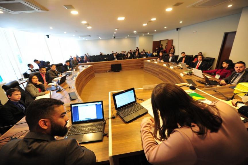 A CCJ do Parlamento Universitário 2019 se reuniu pela primeira vez nesta segunda-feira (22) e deu início à análise de mais de 70 projetos de iniciativa dos acadêmicos.
