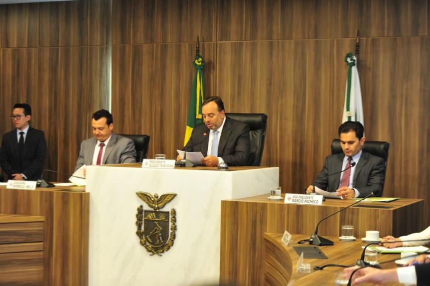 A PEC foi debatida na reunião extraordinária da CCJ.