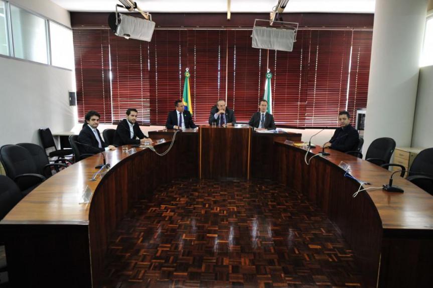 Reunião da Comissão Especial aconteceu na manhã desta terça-feira (14).
