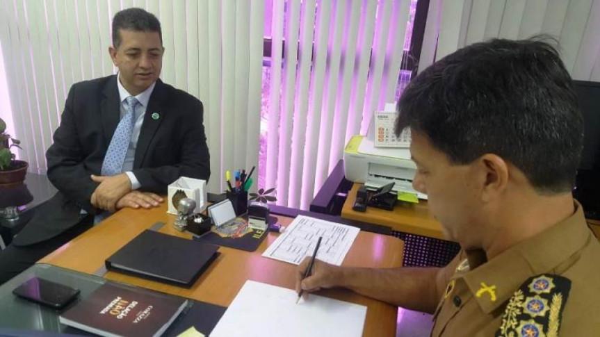 Deputado Cobra Repórter (PSD) em reunião sobre a ampliação do botão do pânico via aplicativo de celular