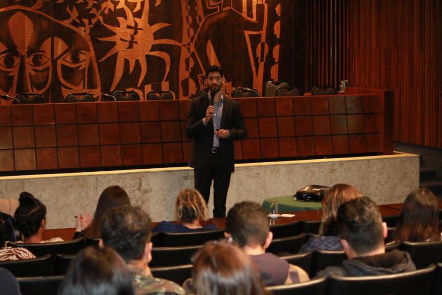 O professor e profissional do mercado financeiro André Chede encerrou o curso de Educação Financeira oferecido pela Escola do Legislativo da Assembleia.