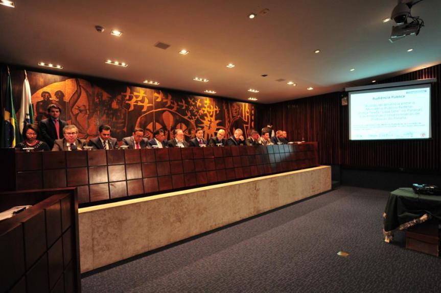 Entre os temas debatidos a revisão ou o fim do acordo entre as concessionárias de pedágio e o Ministério Público. No entendimento, o acordo não atende aos interesses dos paranaenses.