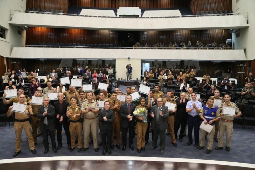 Sessão especial: reconhecimento ao trabalho de policiais militares e bombeiros no salvamento de pessoas.