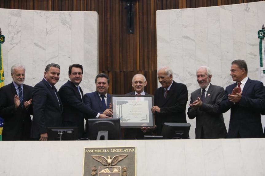 Empresário e senador Oriovisto Guimarães recebe o título de Cidadão Honorário do Paraná