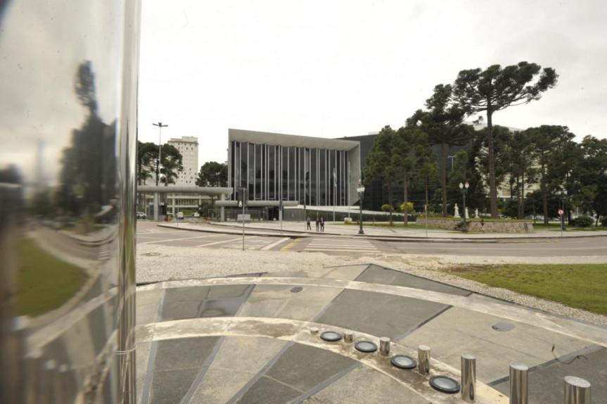 Fachada da Assembleia Legislativa do Paraná.