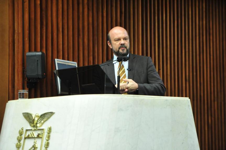 O reitor Ricardo Marcelo Fonseca falou em nome das quatro instituições que atuam no Paraná – UFPR, UTFPR, IFPR e Unila.