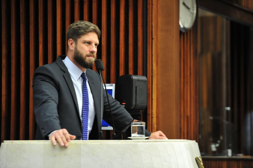 Deputado Requião Filho (MDB) cobra agilidade na votação do projeto que cria o Plano de Segurança de Barragens.