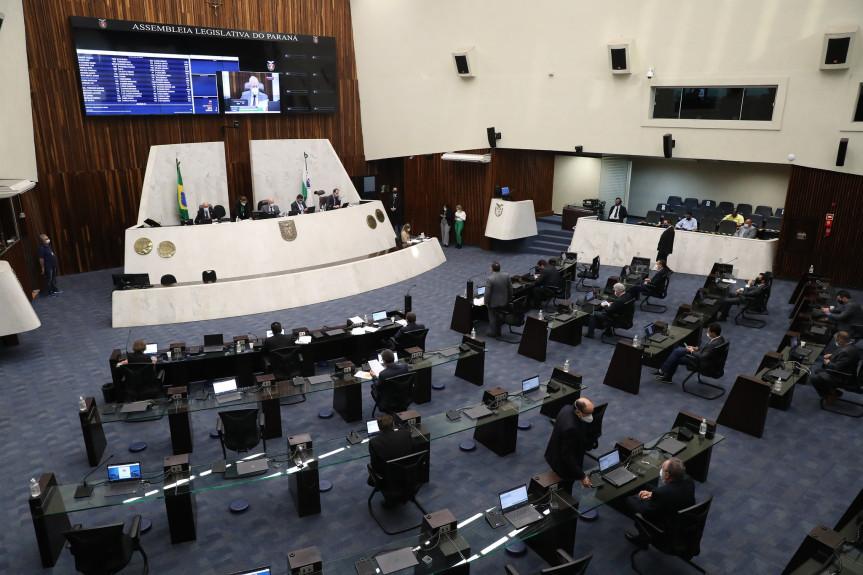 Deputados aprovam projeto que regulamenta a aplicação da dose complementar da vacina contra a Covid-19 no Paraná