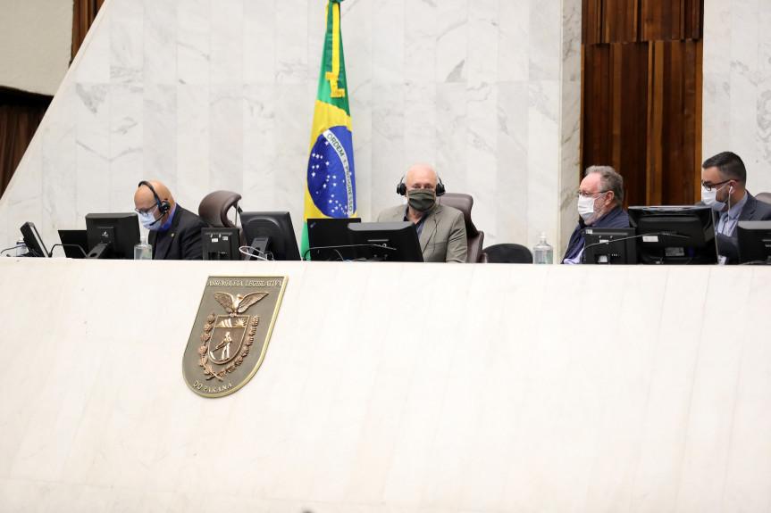 Comissões de Constituição e Justiça (CCJ), e de Obras Públicas, Transportes e Comunicação da Assembleia Legislativa aprovaram parecer favorável ao projeto que extingue o Departamento de Imprensa Oficial do Estado.