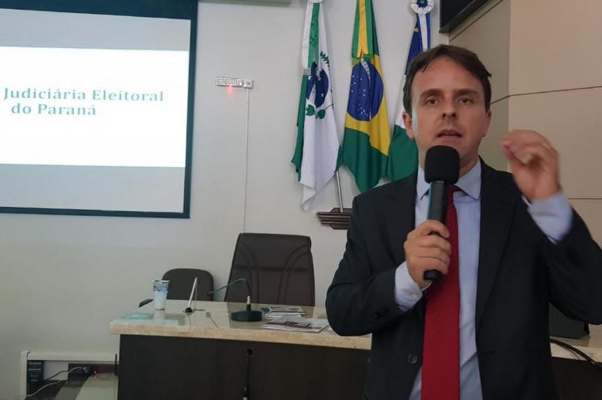 Frederico Almeida, do TRE/PR, destacou a possibilidade de ampliar a parceria com a Escola do Legislativo do Paraná.